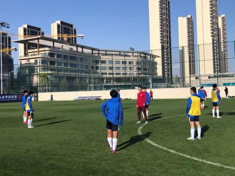 pes2012大师联赛训练_足球联赛的教学训练_足球技巧韩国小孩足球技巧训练