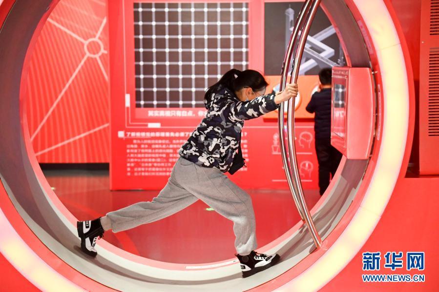 浙江金华:科技馆里感知科学魅力