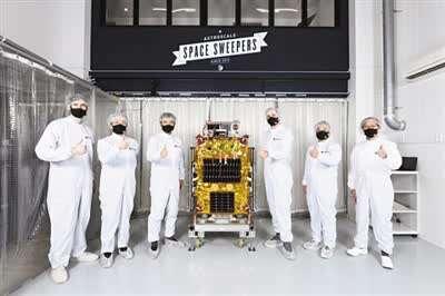 首颗用磁铁清理太空垃圾的卫星升空