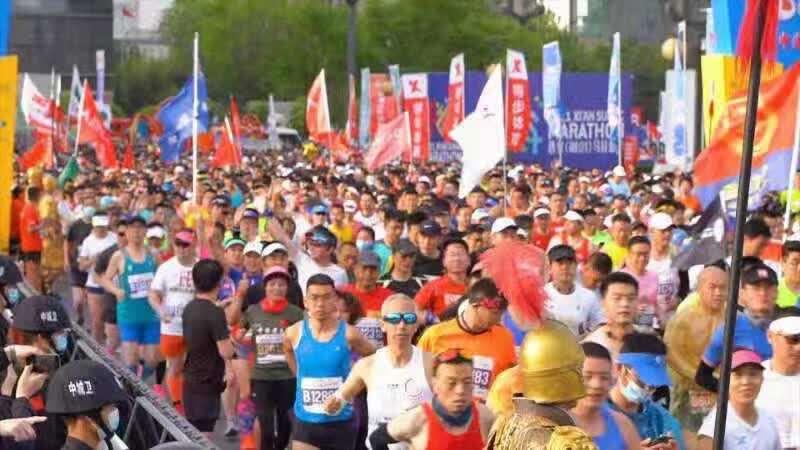 2021西安(融创)马拉松赛鸣枪开跑