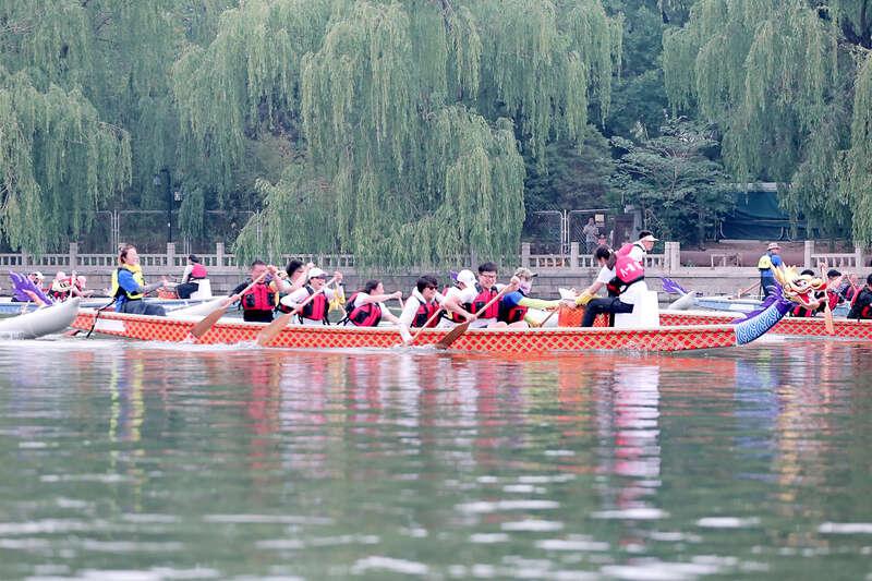 2021首都新闻媒体水上项目邀请赛在八一湖举行