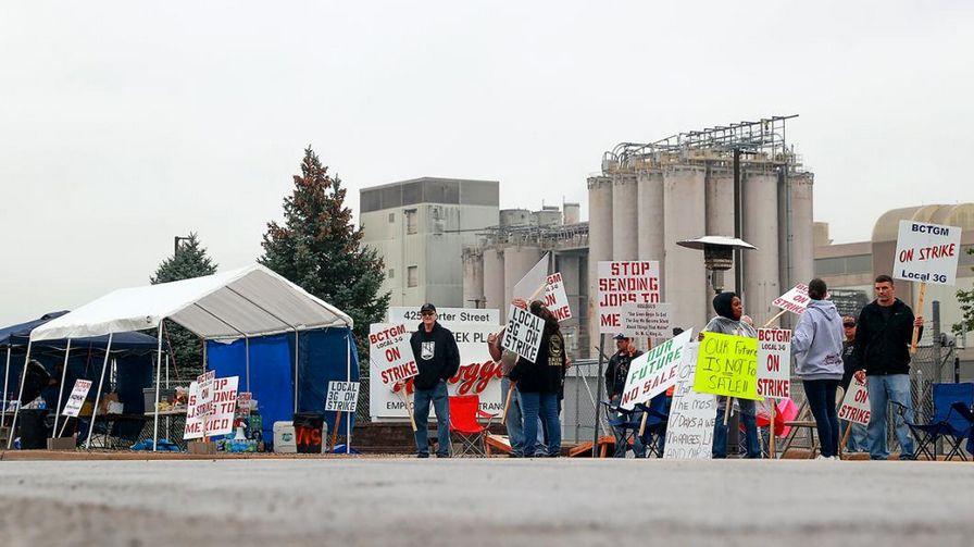 美国10万人加入罢工潮